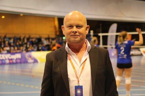 IKKJE IMPONERT: Bjørn Holvik er styreleiar i Førde VBK. Han er ikkje fornøgd med at det franske laget kom med berre seks spelarar til Førde.