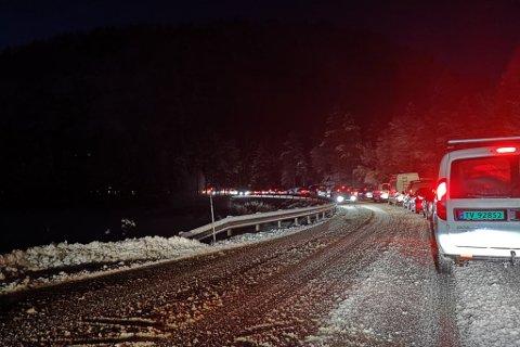 FRAMLEIS KØ: Bildet syner køen i retning Langeland, like før klokka 8.