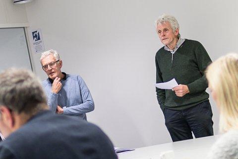 UTOLMODIGE: Kjell-Olav Reikvam og Erik Solheim i Førde historielag meiner Førde må komme i gang med å skrive si eiga historie før kommunen er historie.