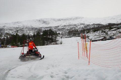 Assisterande helsedirektør Espen Nakstad ser ingen stor fare for skibakkane så lenge folk held reglane. Bildet er frå Jølster skisenter i 2018.
