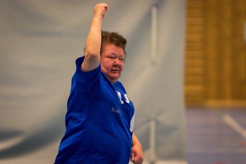 Irene Stjerna frå Florø jublar etter scoring.