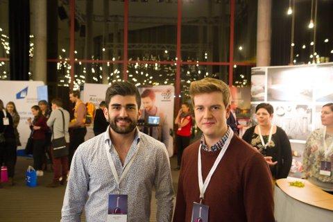 Studiekameratane Shahez Shwana og Emil Barmen meiner jobb til kjærastar er ein føresetnad for å flytte heim til fylket.