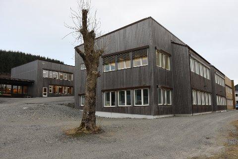 I KARANTENE: To skuleklassar ved Askvoll skule er sett i karantene etter at ein elev testa positivt på korona onsdag.