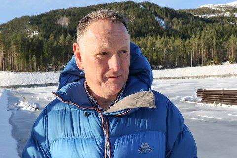 STORT TAP: Kommunedirektør Ole John Østenstad, seier det er ein vanskeleg situasjon dei no er i: – Dette er sjølvsagt veldig kjedeleg. Det har ikkje vore ønskeleg for nokon part at dei tilsette seier opp. Det er eit stort tap for kommunen, seier han.