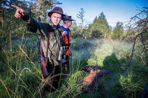 MEST: Det blei felt mest hjort i Sogn og Fjordane i fjor. Av kvoten på 16.600 blei det felt 12.850 dyr. Her er det Brage Martin Gillestad og Olav Holsen som er på jakt.