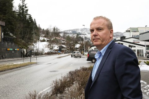 LOKAL TUNNEL: Helge Robert Midtbø og Ap ønsker å få bygt ein tunnel i Hafstadfjellet, gjerne i kombinasjon med ein parkeringshall, for å få ned trafikken i Fjellvegen og gjere forholda levelege i sentrum sør.