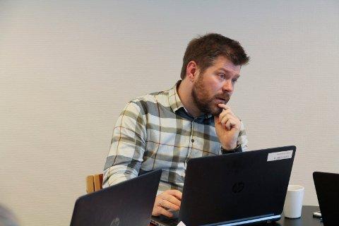 — STORE SUMMAR: Hyllestad kommune må betale fleire millionar kroner i karantenekostnader for arbeidarane ved Havyard, som no er sendt til karantenehotell. Kommunedirektør Martin Lundgård håpar at staten held lovnaden om refusjon.