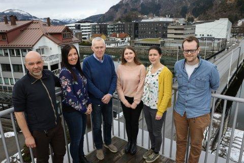 MURAR STORKOMMUNE: Dette er sekretariatet for samanslåingsarbeidet. F.v. Øystein Høyvik, Liv Janne Bell Jonstad, Jetvard Kalland, Malin Moldestad, Anette Sollid og Ørjan Stubhaug