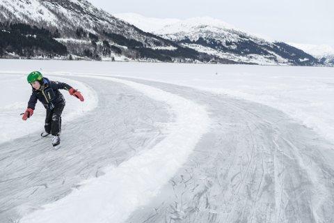 JØLSTER: Olai Sele Marifjæren tek innersvingen.