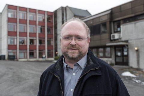 BEKYMRA: Ordførar i Hyllestad, Morten Askvik, fryktar at fleire av ambulansane skal fjernast, slik at tilbodet i ytre strøk blir endå dårlegare.