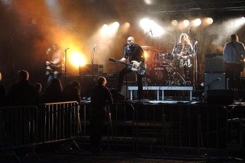 NY FESTIVAL: Glopperock rockar snart igjen. I august er det duka for ny festival. Her frå 2013 då El Cuero rocka på Heradsplassen.