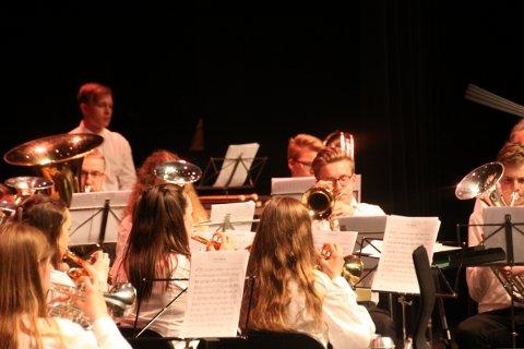I AKSJON: Under festkonserten på Nordvesten hadde NUB ein eigen konsert med gjestesolist Eirik Gjerdevik på tuba og sousafon.