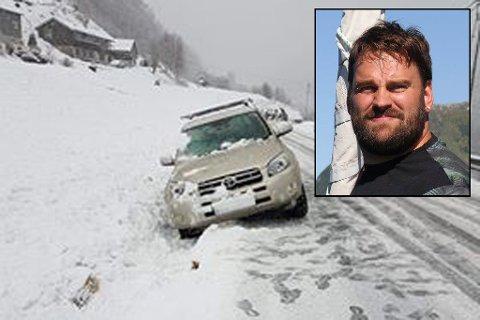 I GRØFTA: Stian Andal fortel at det var så såpeglatt at bilen sklei av vegen og hamna i grøfta.