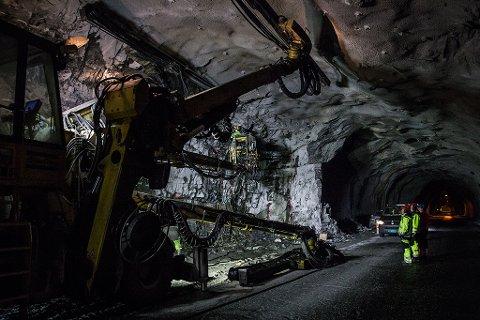 MYKJE Å TA ATT: Fylket vårt har eit vedlikehaldsetterslep på fylkesvegane på 4,1 mrd. kroner. 2,6 mrd. kroner av dette gjeld tunnelane.