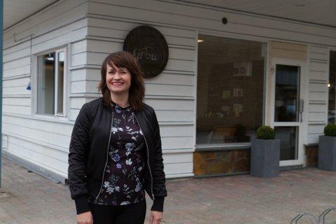 TRIVST: Monica Grov (38) trivst særs godt som eigen sjef. Med seg på laget har ho Lina Gumprecht frå Tyskland.