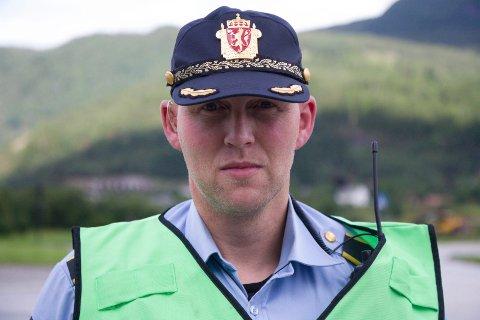 PÅ STADEN: Politibetjent Jan Arild Nervik rykte ut då meldinga om trafikkulykka kom laurdag ettermiddag.