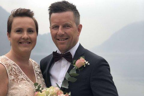 TO BRYLLAUSDAGAR: 20.april blei paret vigde i Høyanger, men på Jonsokaftan blir det stor bryllaupsfest med 90 gjestar i Vadheim.