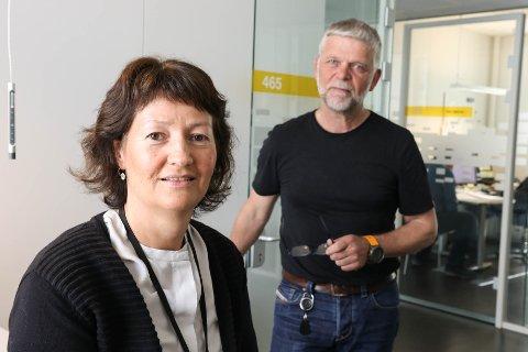 SPRÅK: Marit Kleiven har leia arbeidet med ein språkprofil i Sunnfjord kommune, og får skryt av Atle Holsen som også har vore med i prosjektgruppa.