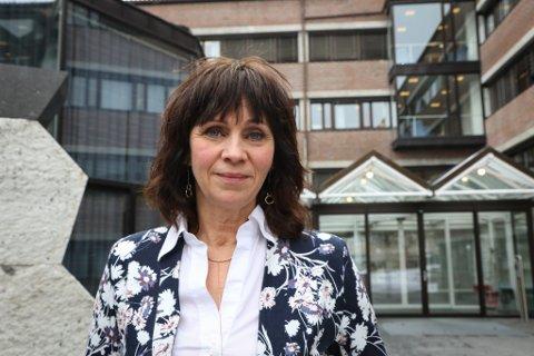 FYLKESORDFØRAR: Jenny Følling (Sp) ventar at statsbudsjettet skal gi svar om ferjeavløysingsordninga.