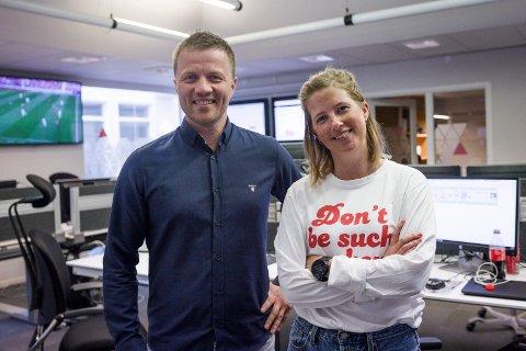 PENE TAL: Svein Atle Huus, konstituert dagleg leiar, og Marie Havnen, konstituert ansvarleg redaktør i Firda Media, gler seg over fjorårsresultatet.
