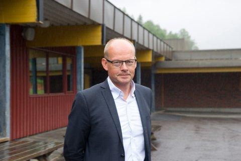 STREIK: Hallgeir Hamre er rektor på Førde Ungdomsskule. Han måtte torsdag morgon be elevane ved skulen bli heime, då tilsette ved skulen blei tatt ut i streik: – Eg vil halde foreldra og elevane oppdatert undervegs, seier han.