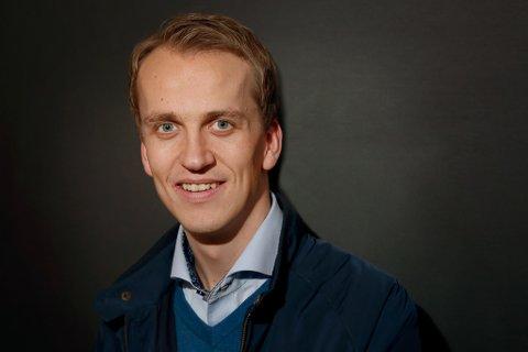 OPPMODAR: Knut Olav R. Nestås, distriktsleiar i Trygg Trafikk Hordaland, ber foreldre å øvingskøyre så mykje så mogleg med poden i sommar.