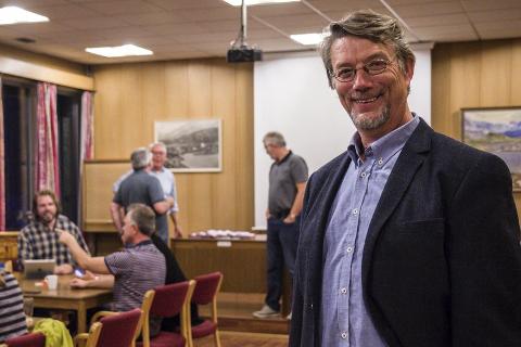 UTE AV ROBEK: – Arbeidstakarane har gjort ein fantastisk innsats. Vi er veldig glade og takknemlege for det, seier Håkon Myrvang, ordførar i Naustdal.