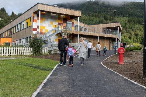 I STREIK: Lærarar ved Naustdal skule er tekne ut i streik i opptrapping onsdag.