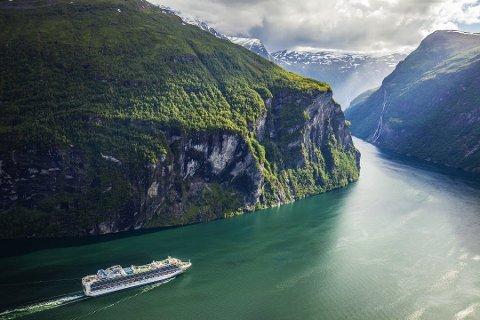 VERDSARVOMRÅDE: Cruiseskip på veg ut Geirangerfjorden i Møre og Romsdal.