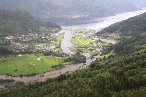 I TOPPEN: Naustdal ligg på 10.plass blant landets dyraste kommunar å bu i, og har landets nest dyraste eigedomsskatt.