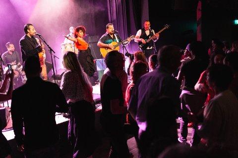 DANSEN I MUSIKKEN:  På Larris var det invitert til dans med spanske rytmer. Eivind Hasle meiner flamencoen frå Spania gjorde årets tema svært tydeleg.