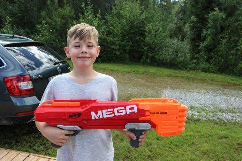 FAMILIETID: – Pappa, still deg opp som blink! seier Tobias Flølo Kjøsnes (11).