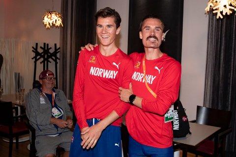 RASKE BRØR:  Jakob og Henrik Ingebrigtsen under sigersfesten på utøvarhotellet i Berlin sentrum natt til søndag.