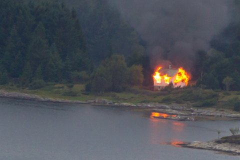 OVERTENT: Eit hus på Rota i Flora brann ned til grunnen 7. august.