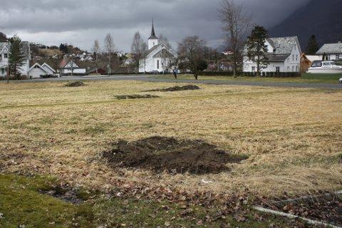 AKTUELL TOMT: Dette er sentrumstomta der Trilagd AS ser føre seg å bygge Beredskapshuset i Dale.