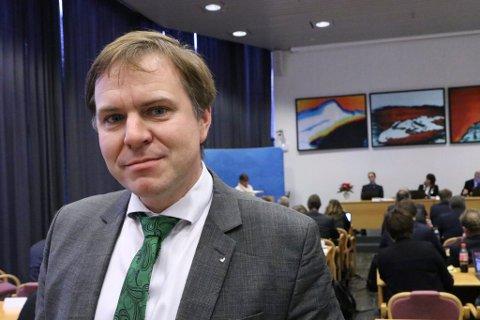 REAGERER: Alfred Bjørlo (V) er medlem i Stamvegutvalet for E39 i Sogn og Fjordane. Han reagerer på at Sogn og Fjordane Næringsråd no krev prioritering av gigantiske vegprosjekt sør for Bergen og nord for Ålesund.
