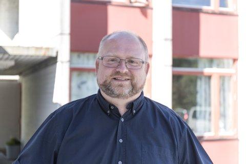 STORT GAP: Morten Askvik (Sp), ordførar i Hyllestad, veit ikkje korleis han skal klare å tette gapet mellom auka utgifter og svekte inntekter.