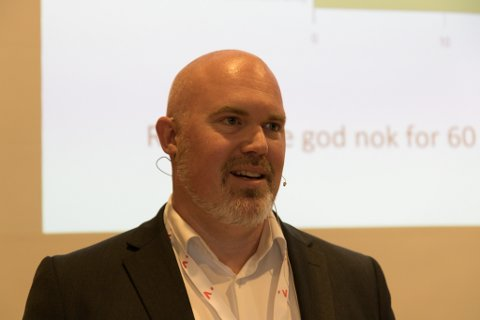 ELEKTRISK: Leif Stavøstrand går frå jobb på oljebasen til å utvikle elektriske båtmotorar saman med faren.