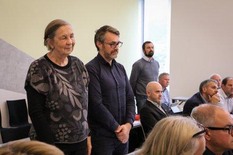 PROTESTERTE: Astrid Wittersø (SV), Marius Dalin (MDG) og Venstres Åge Avedal ville ikkje pålegge elbilistane å betale bompengar.