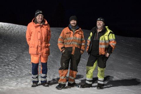DET VART LYS: Dugnadsgjeng i Holmedal lagde akebakke med kveldslys. Frå venstre Nils Vårdal, Dag Roar Fridtun og Daniel Kværnes.