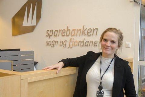 MEDIEUTDANNA: Johanne Viken Sandnes trivst godt i jobben som leiar for marknad og kommunikasjon i Sparebanken Sogn og Fjordane.