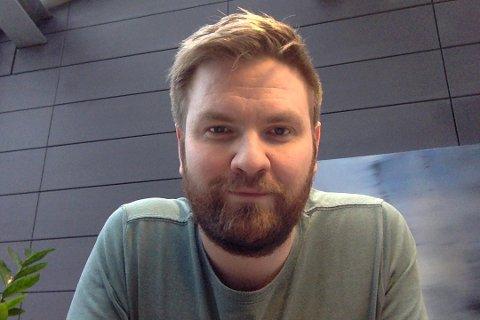 INN I DALEN: Anders Roald Neset flyttar med familien inn i Naustedalen og ventar at Telenor stiller med sikkert breiband.