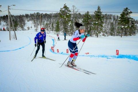 FULL FART: Mali Engesæter vann J15-klassen under laurdagens skicross. Ein nylangrennsgrein som det vart konkurrert i under krinsmeisterksapen.