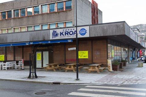 KONKURS: Slik såg det ut på den velkjende kroa i Førde sentrum i januar i år.  Etter konkursen starta eit nytt selskap, Kroa Førde AS, med ny eigar, Roy Solbakken, opp igjen drifta i same bygget i februar i år.