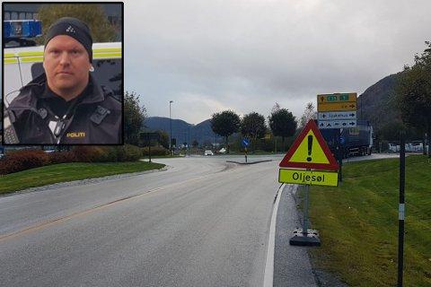 EKSTREMT GLATT: Innsatsleiar i politiet, Øystein Russenes, skildrar vegbana som ekstremt glatt. Han fortel at politeit hadde det travelt med å varlse bilistar for å unngå ulykker.