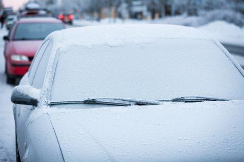 RIM PÅ RUTA: Måndagsmorgon var bilen din truleg heilt tildekt av frost.
