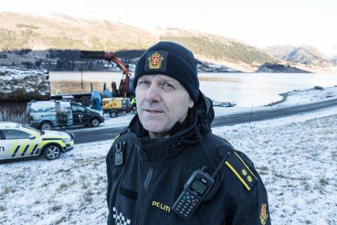 BILEN: Thorbjørn Thue seier poltiet og entrepenøren skal jobbe hardt for å få den omkomne ut av vatnet.