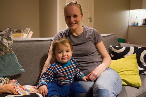 NØGDE MED TØYBLEIER: Odin Tskhovrebashvili Stav og mamma Ragnhild Stav synest tøybleier fungerer godt i kvardagen.