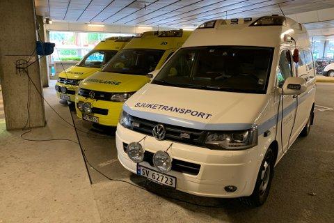 KVIT AMBULANSE: Ein slik kvit ambulanse kan dukke opp i Sunnfjord. Denne er i bruk i Bergen, og vert brukt til planlagde transportoppdrag.