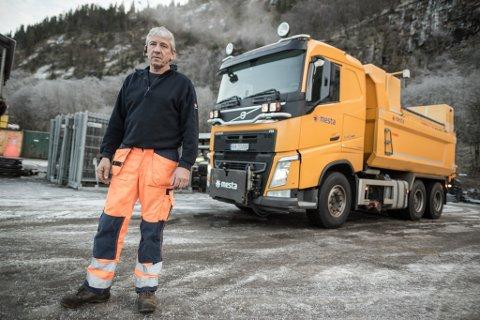 PÅ VEG: Kjell Kleiven (59) køyrer saltbil. – Eg gjer jobben min og prøvar å gjere den best mogleg, men rett som det er får vi bevis på at vi ikkje er så populære.